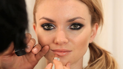 Beauty How To: A Sultry New Year's Look   StyleCaster