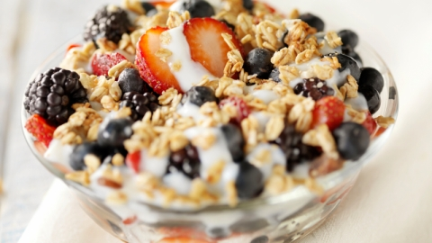 7 Energy-Boosting Snacks to Get You Through the Summer Heat | StyleCaster