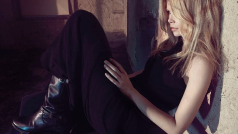 Claudia Schiffer Models Her Own Cashmere Designs, Looks Hot | StyleCaster