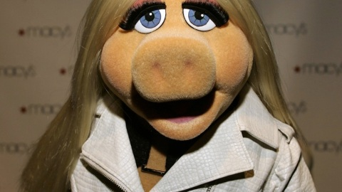 """Miss Piggy & Kelly Osbourne To Be """"Project Runway"""" Judges 
