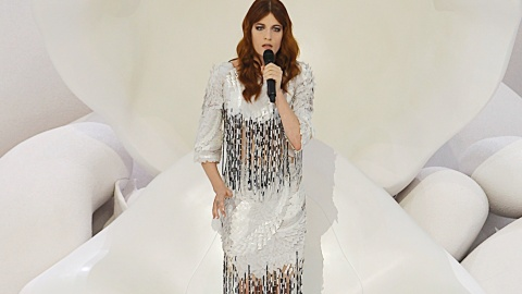 Florence Welch Thinks Jeans & T-Shirts Are 'Depressing' | StyleCaster
