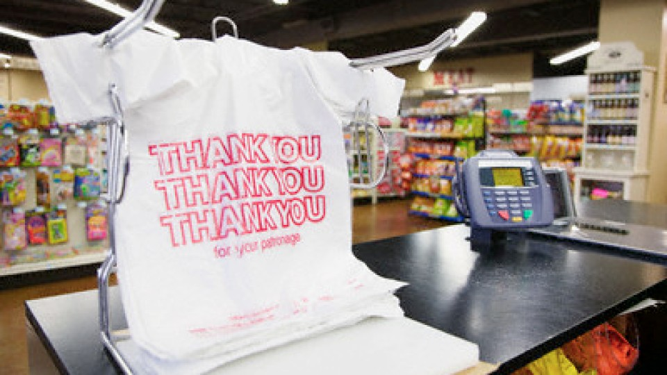 British Retailers Charging for Plastic Bags and Notice Decline | StyleCaster