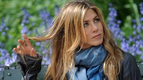 Jennifer Aniston Twirls Her Hair, Wears Bootcut Jeans Like its 1999 | StyleCaster