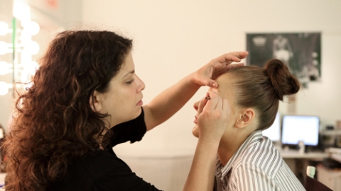 Make-up Tips: Get Rid of Oily Skin in A Pinch | StyleCaster