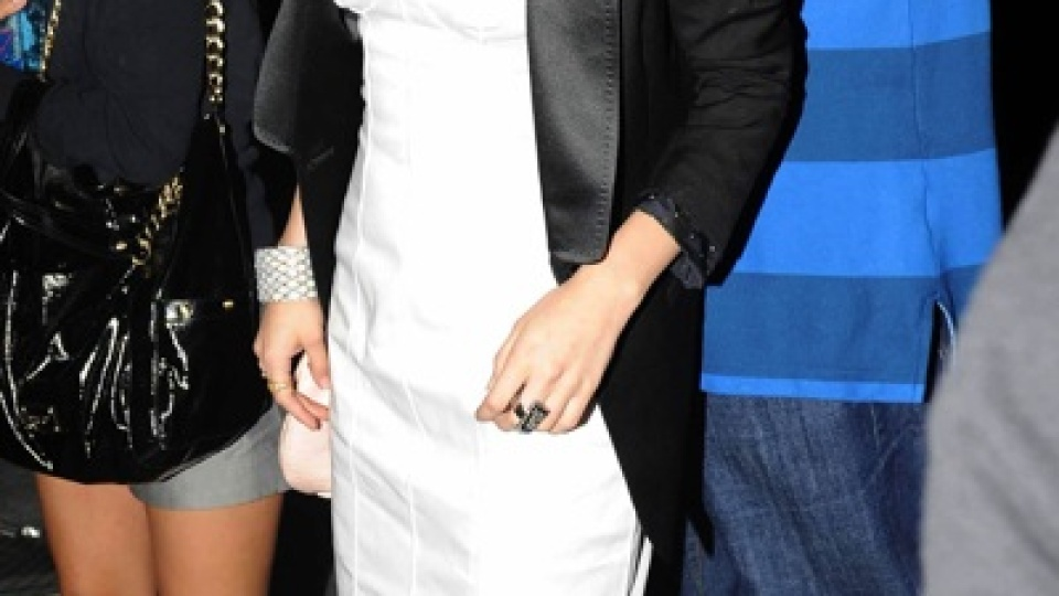 Selena Gomez Hearts NY | StyleCaster