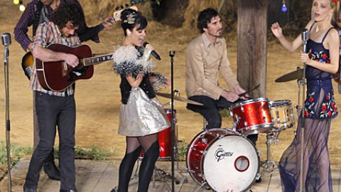 Lily Allen: 'Smile' and More Performed at Chanel Show | StyleCaster