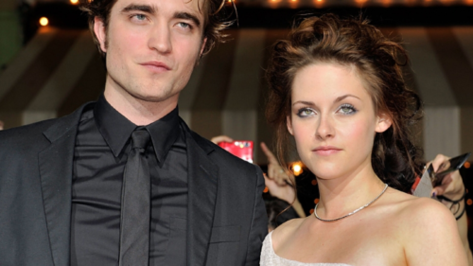 Twilight Film: New Moon Stars Confirmed to be Dating   StyleCaster
