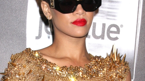 Rihanna Picture Book Set to Release (And the 12 Rihanna Looks We Hope to Find In It) | StyleCaster