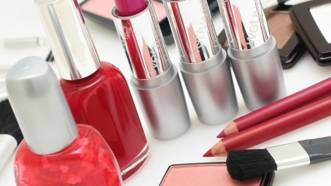 The Best Valentine's Day Makeup Products for Your Lips, Cheeks, and Nails | StyleCaster