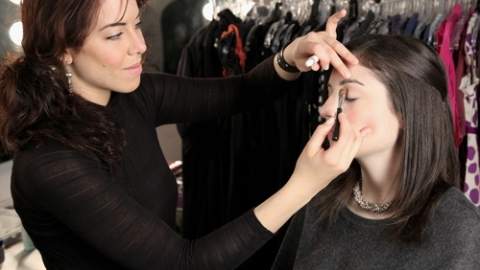 Bare Escentuals Makeup Artist Alexandra Pappas Chats How to Apply Colored Eye Liner | StyleCaster
