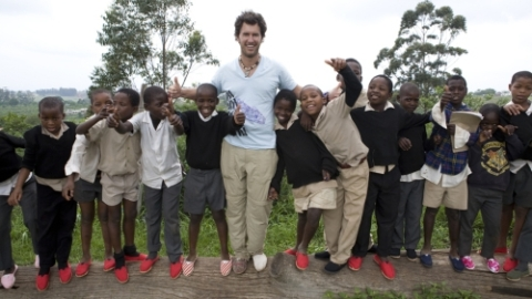 TOMS Shoes Announces 3rd Annual One Day Without Shoes | StyleCaster