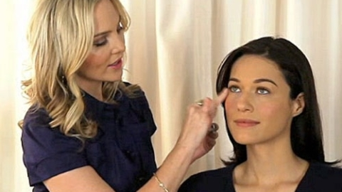 Makeup Expert Carmindy Shows Us How to Brighten Our Appearance | StyleCaster
