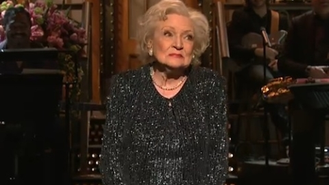 Betty White Hosts Saturday Night Live In All Out Sequins   StyleCaster