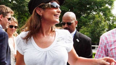 Sarah Palin Breast Implants: Get The Bodacious Look Without Going Under The Knife | StyleCaster