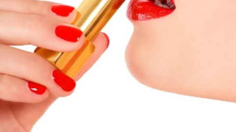 Beauty Banter: How Can I Get Lipstick To Last? | StyleCaster