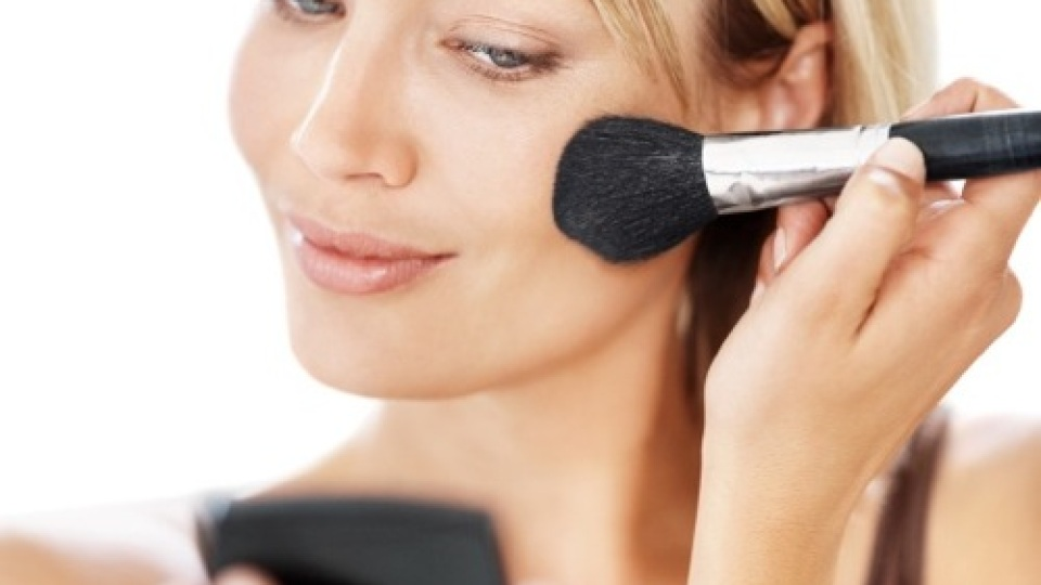 Beauty Banter:How Can I Get My Makeup To Stay Put?   StyleCaster