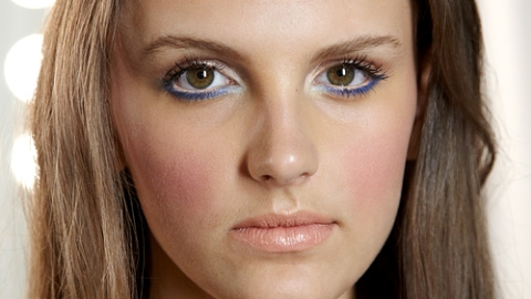 Beauty Pro: Jazz Up Your Summer Makeup With Colored Eyeliner | StyleCaster