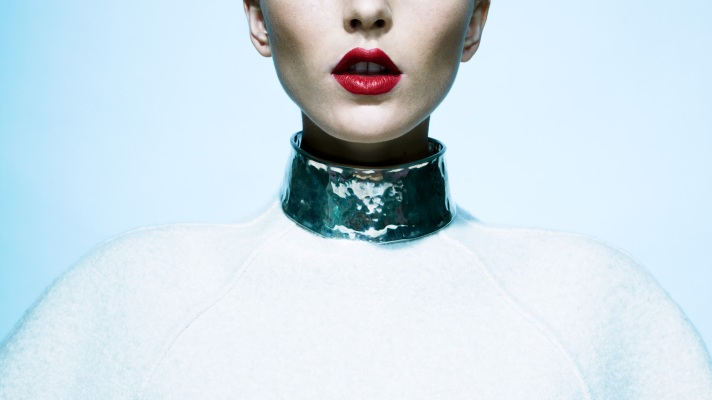The New Statement Pieces: Bold Jewelry Goes Minimal For Fall