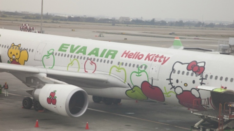 Want To Take A Ride On A Hello Kitty Jet? | StyleCaster