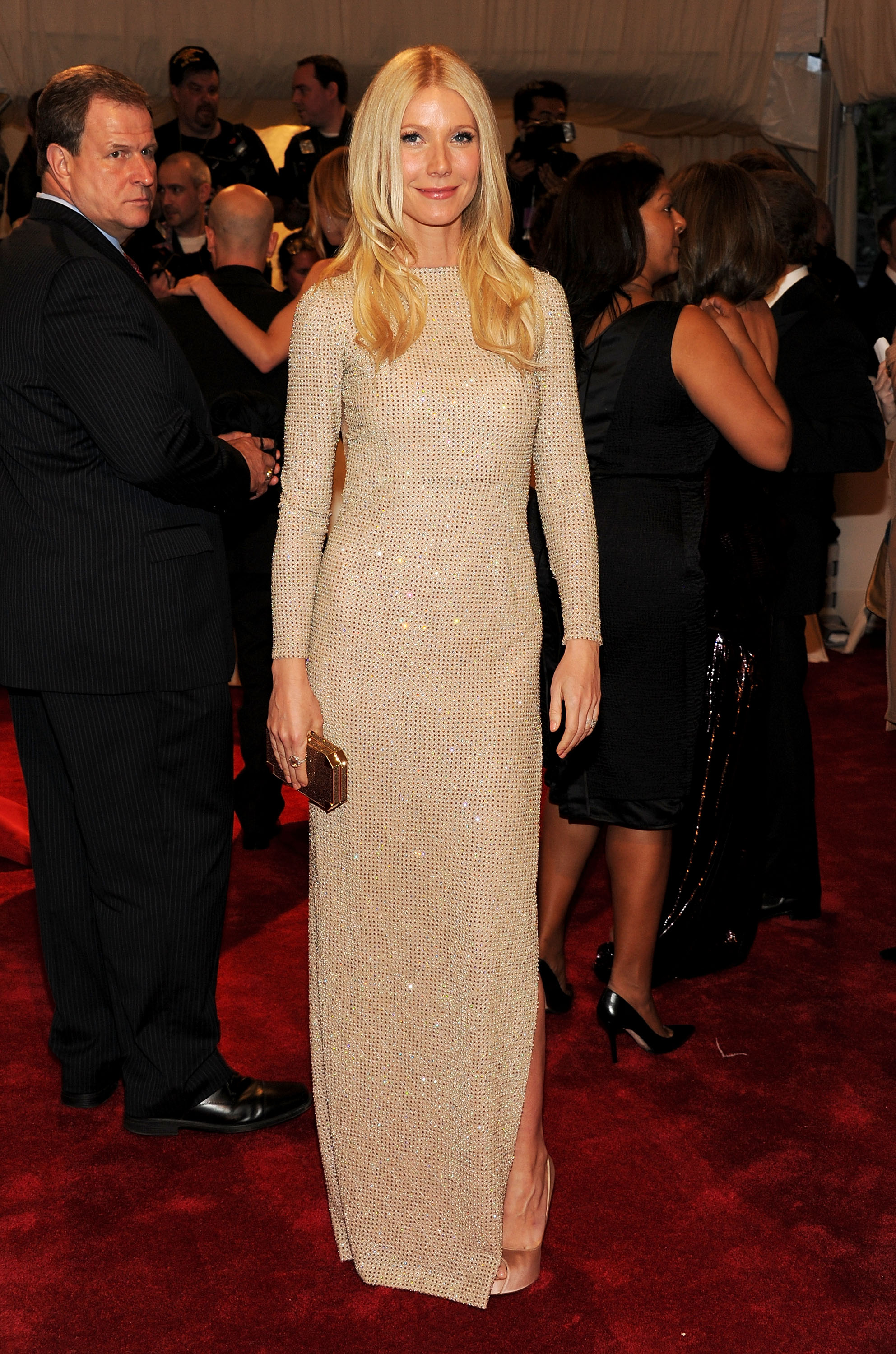 Gwyneth Paltrow looks all statuesque in a beaded, shimmering Stella McCartney. Trés sophisticated.