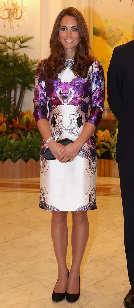 435x1000 Royal Spender: Kate Middletons Jubilee Wardrobe Cost Around $21,000