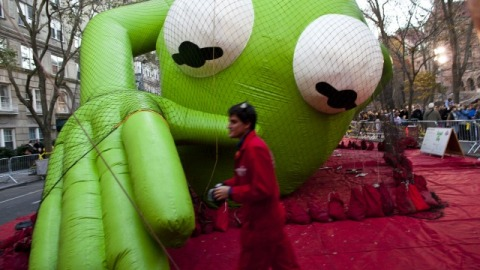 Behind-the-Scenes: See The Macy's Thanksgiving Day Parade Balloons Get Inflated | StyleCaster