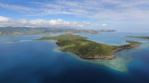 The Holiday A-List: Buy a $10 Million Private Island for That Special Someone | StyleCaster