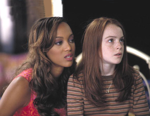 tyra banks lindsey lohan 620x480 Blast From The Past: Tyra Banks Will Reprise Her Role As Lindsay Lohans Doll In Disneys Life Size Sequel
