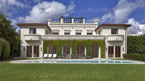 Real Estate Porn: Your Own 10-Seat Movie Theater and a Luxe Farm Retreat | StyleCaster