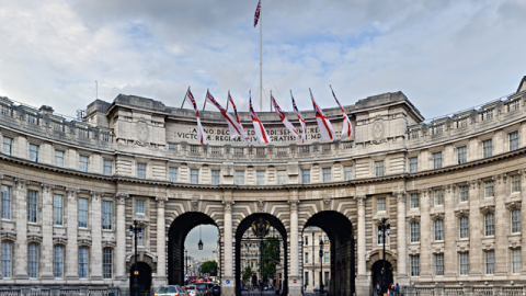 Armani Plans To Turn London's Admiralty Arch Into Luxury Hotel | StyleCaster