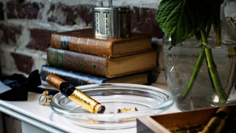 Stuff We Love: A Cigar That Ashes 24K Gold | StyleCaster