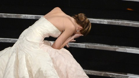 Oscars Twitter Round-Up: Celebrities Sound Off on Jennifer Lawrence's Fall, Michelle Obama's Cameo, More   StyleCaster