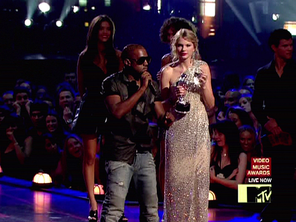 Taylor Swift Has A Framed Photo Of Kanye West Interrupting Her At The Vmas In Her House Stylecaster
