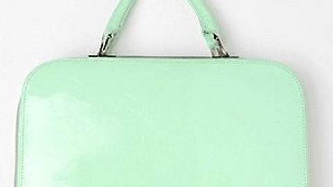 Want: A Retro-Inspired Purse In A Charming Minty Shade | StyleCaster