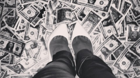 Rihanna Spends $8,000 in One Dollar Bills During a Scandalous Night Out | StyleCaster