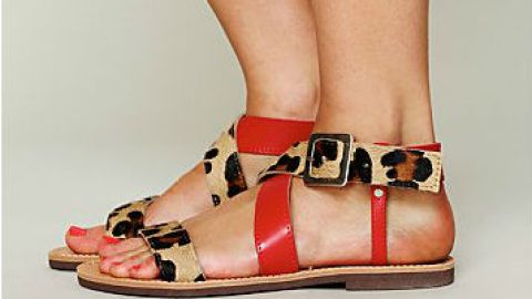 Want: Cute (And Comfortable!) Leopard-Printed Flat Sandals | StyleCaster