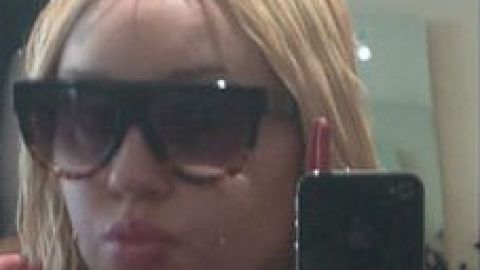 Links to Click: A Page From Amanda Bynes' Selfie Book, Who's Taking Whom to the Met Gala, More | StyleCaster
