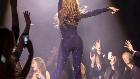 Links To Click: Beyoncé Almost Kicks Fan Out of Concert, Coco Rocha's New Editorial Gig, More | StyleCaster
