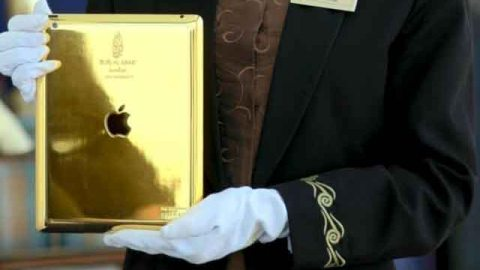 Stuff We Love: All Guests of the Burj Al Arab in Dubai Now Get a Loaner 24-Carat Gold iPad | StyleCaster
