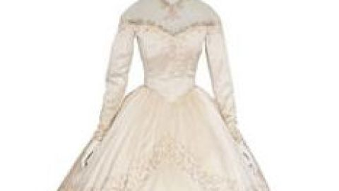 Elizabeth Taylor's First Wedding Dress To Be Auctioned Off (And It Has A 22-Inch Waist!) | StyleCaster