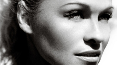 Pamela Anderson Strips Down For Sexy <em>Vogue</em> Spread Shot By Mario Testino | StyleCaster