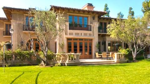 Real Estate Porn: Bruce Willis Unloading His LA Mansion and Jessica Simpson's Lush Bachelorette Pad | StyleCaster