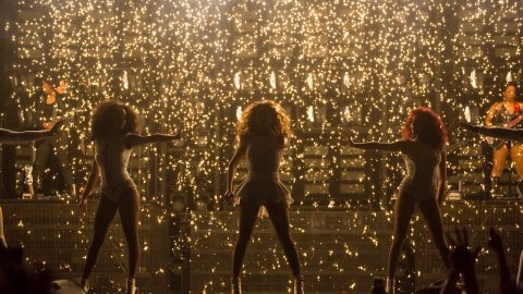 Beyoncé Brings Blue Ivy Out on Stage at London Concert   StyleCaster
