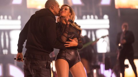 Watch Jay-Z Kiss Beyoncé During Her Gucci Chime For Change Performance | StyleCaster