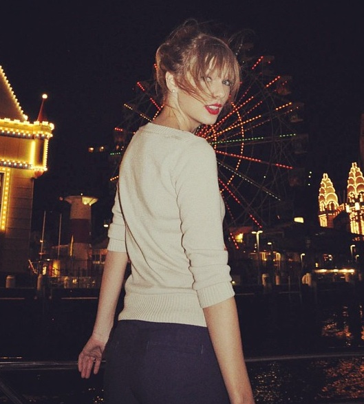 taylor Taylor Swift Fans Forced Abercrombie & Fitch To Stop Selling Silly Graphic Tee
