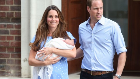 First Photos: Kate Middleton Steps Out With The Royal Baby! | StyleCaster