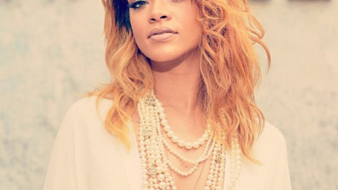 Links To Click: Rihanna Drunkenly Sings Karaoke, Mariah Carey's New Video, More | StyleCaster