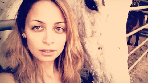 How To Take The Perfect Selfie: Tips From Nicole Richie | StyleCaster