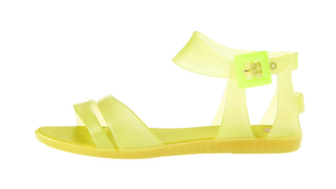 5 Pairs Of Summer Shoes That Are Perfect For Rainy Days | StyleCaster
