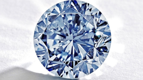 Stuff We Love: 7.5 Carat Blue Diamond Set to Hit Auction Block at Sotheby's | StyleCaster